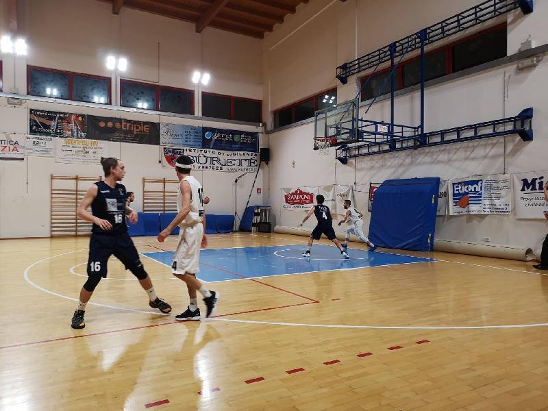 https://www.basketmarche.it/immagini_articoli/29-05-2019/regionale-finals-supplementare-fatale-basket-giovane-montemarciano-promosso-silver-600.jpg