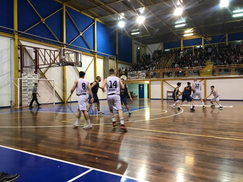 https://www.basketmarche.it/immagini_articoli/29-05-2019/regionale-umbria-finals-basket-spello-espugna-gubbio-promosso-silver-600.jpg