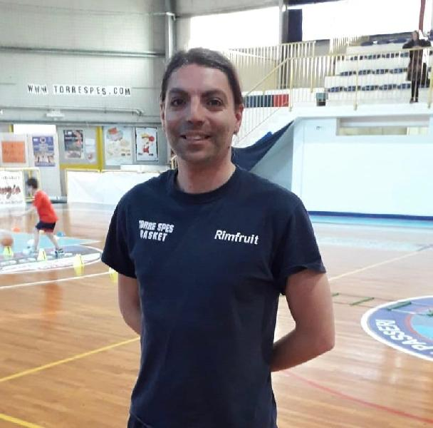 https://www.basketmarche.it/immagini_articoli/29-05-2019/torre-spes-arriva-conferma-anche-vice-allenatore-emiliano-ortenzio-600.jpg