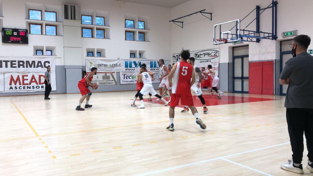 https://www.basketmarche.it/immagini_articoli/29-05-2021/bramante-pesaro-vince-scontro-diretto-vigor-matelica-continua-correre-600.jpg