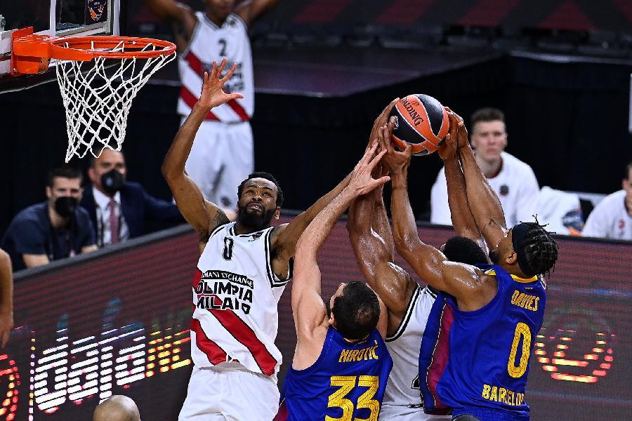 https://www.basketmarche.it/immagini_articoli/29-05-2021/higgins-regala-finale-barcellona-decimi-sirena-grande-olimpia-milano-600.jpg
