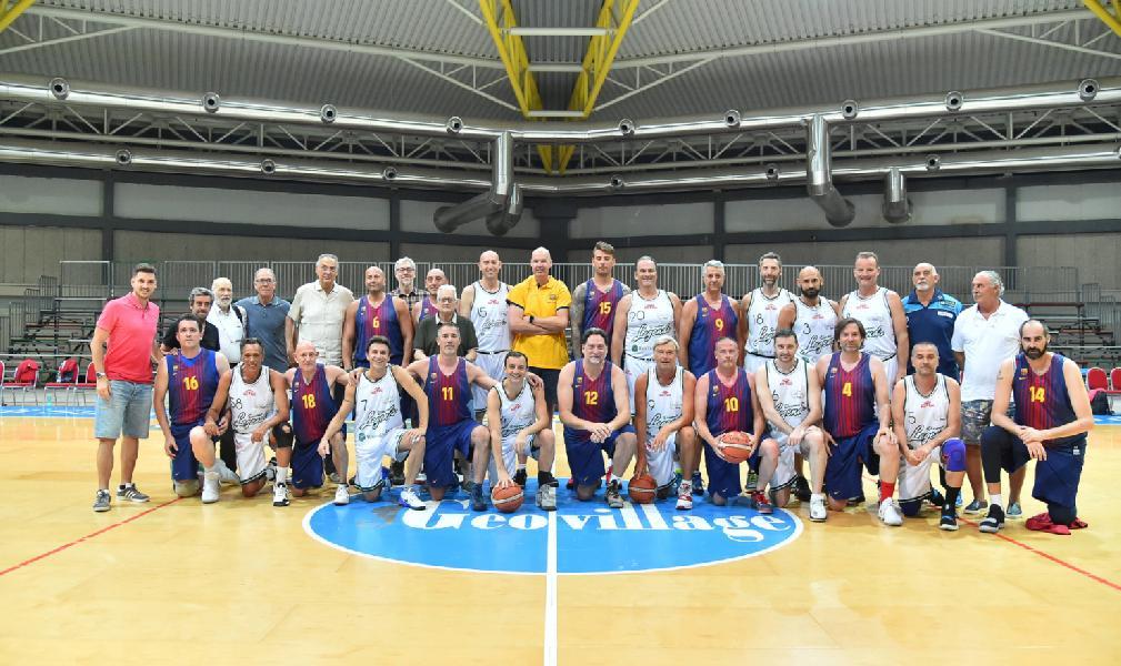 https://www.basketmarche.it/immagini_articoli/29-06-2019/star-legend-night-veterans-barcelona-superano-dinamo-legends-600.jpg
