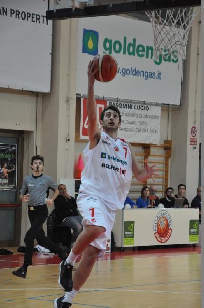 https://www.basketmarche.it/immagini_articoli/29-06-2019/ufficiale-pallacanestro-senigallia-conferma-play-marco-giacomini-600.jpg