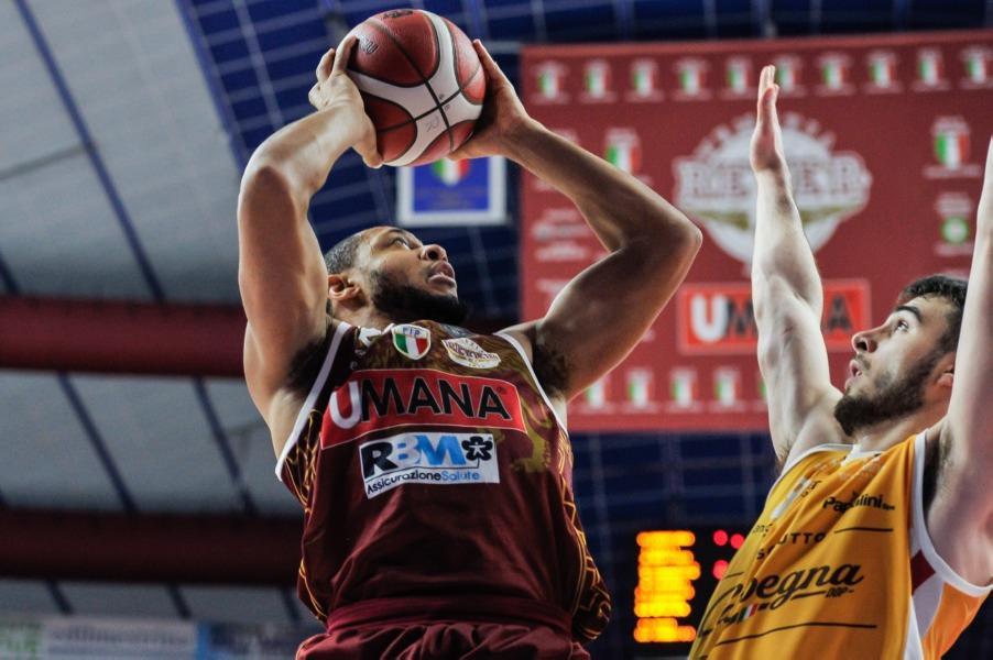 https://www.basketmarche.it/immagini_articoli/29-06-2020/ufficiale-reyer-venezia-jeremy-chappell-ancora-insieme-anche-prossima-stagione-600.jpg