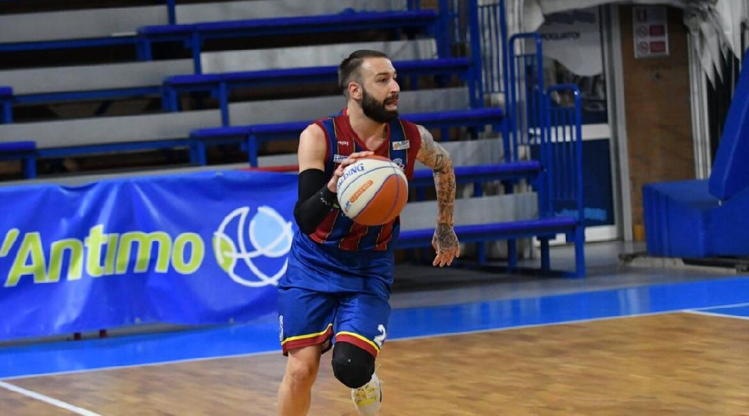 https://www.basketmarche.it/immagini_articoli/29-06-2021/partenope-sant-antimo-piazza-primo-colpo-ufficiale-arrivo-play-roberto-maggio-600.jpg