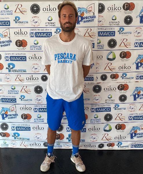 https://www.basketmarche.it/immagini_articoli/29-07-2020/botto-mercato-casa-pescara-basket-ufficiale-larrivo-play-andrea-grosso-600.jpg