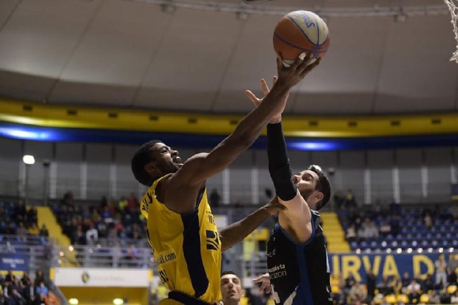 https://www.basketmarche.it/immagini_articoli/29-07-2020/ufficiale-pistoia-basket-ingaggia-lesterno-derrick-marks-600.jpg