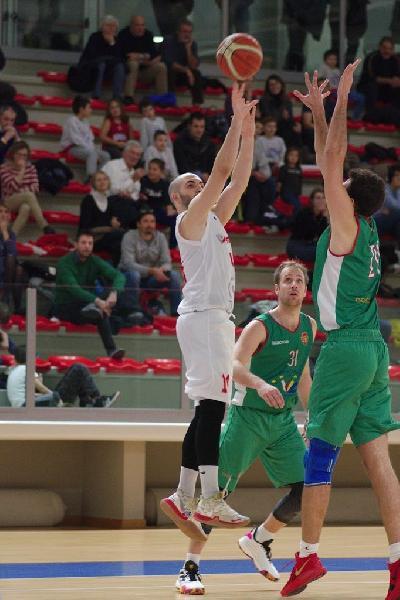https://www.basketmarche.it/immagini_articoli/29-07-2021/titano-marino-batte-primo-colpo-ufficiale-arrivo-play-giuseppe-altavilla-600.jpg