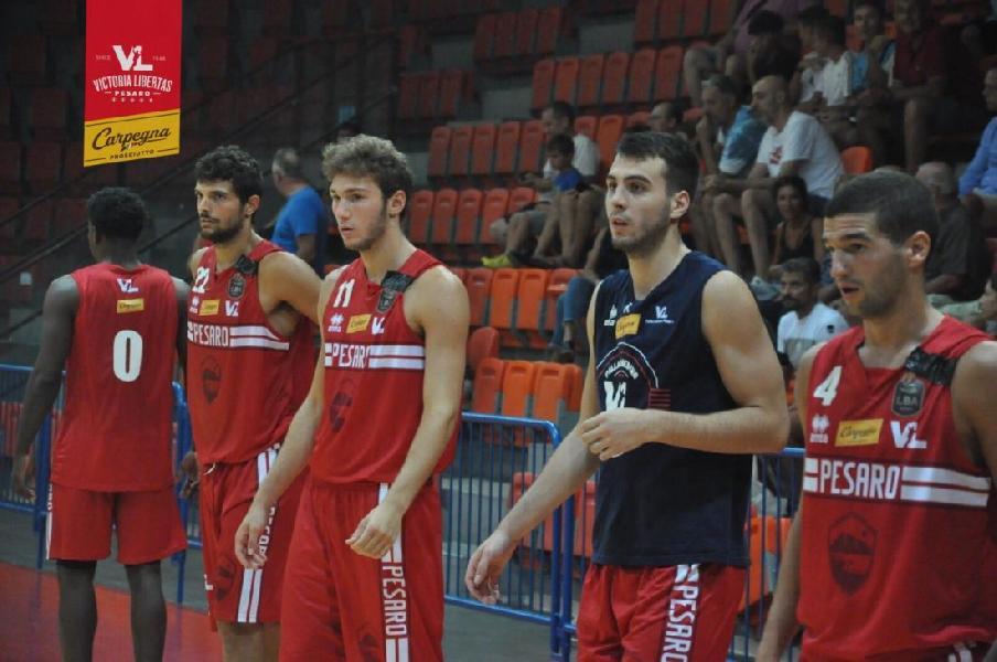 https://www.basketmarche.it/immagini_articoli/29-08-2019/debutto-vittoria-carpegna-prosciutto-basket-pesaro-pallacanestro-senigallia-600.jpg