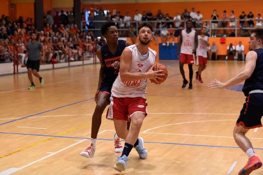 https://www.basketmarche.it/immagini_articoli/29-08-2019/grande-successo-college-basketball-tour-syracuse-university-attrazione-principale-600.jpg