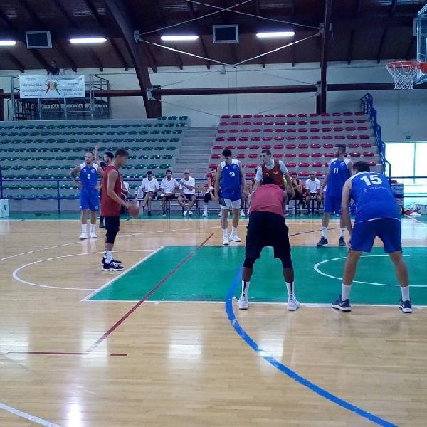 https://www.basketmarche.it/immagini_articoli/29-08-2019/janus-fabriano-sconfitta-giulianova-seconda-uscita-stagionale-600.jpg