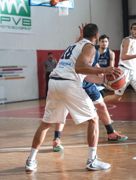 https://www.basketmarche.it/immagini_articoli/29-08-2021/ufficiale-basket-assisi-annuncia-ritorno-esterno-luca-battistoni-600.jpg