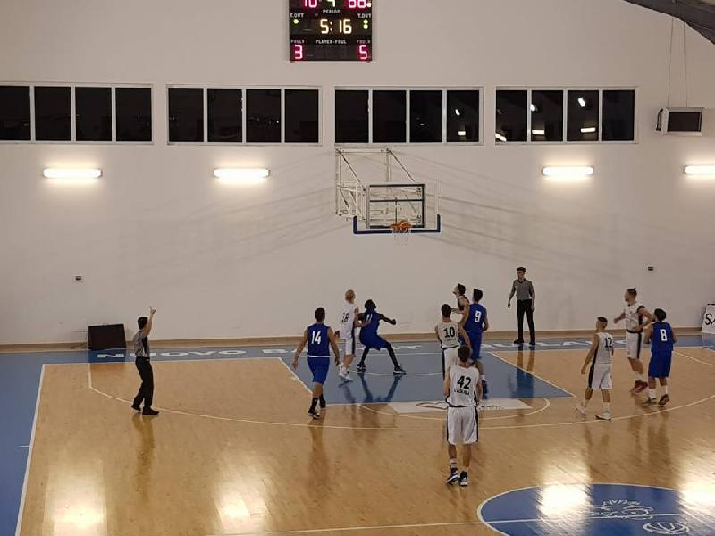 https://www.basketmarche.it/immagini_articoli/29-09-2018/basket-aquilano-supera-campli-basket-aggiudica-memorial-nardecchia-600.jpg