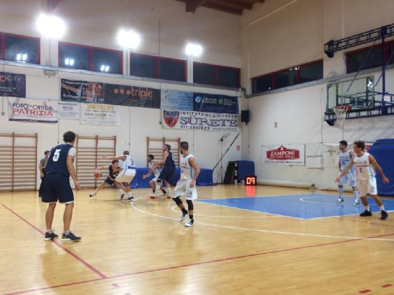 https://www.basketmarche.it/immagini_articoli/29-09-2019/fossombrone-supera-montemarciano-aggiudica-trofeo-cinquantenario-600.jpg