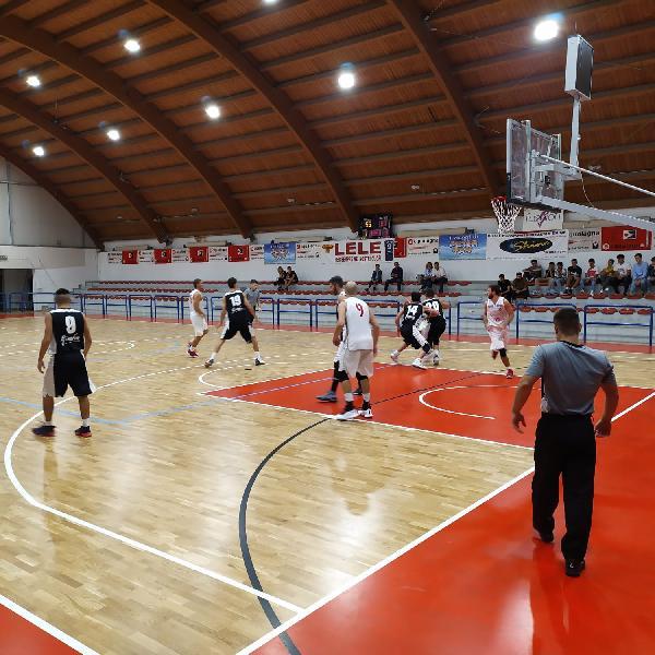 https://www.basketmarche.it/immagini_articoli/29-09-2019/pallacanestro-urbania-supera-pallacanestro-acqualagna-aggiudica-quadrangolare-600.jpg