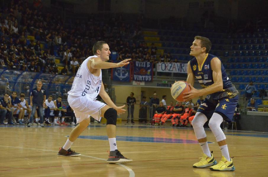 https://www.basketmarche.it/immagini_articoli/29-09-2019/virtus-civitanova-allunga-quarto-aggiudica-derby-sutor-montegranaro-600.jpg
