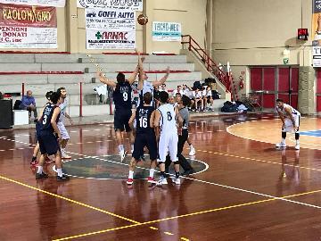 https://www.basketmarche.it/immagini_articoli/29-10-2017/d-regionale-convincente-vittoria-del-marotta-basket-contro-il-basket-giovane-pesaro-270.jpg