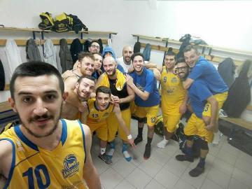 https://www.basketmarche.it/immagini_articoli/29-10-2017/promozione-d-l-amandola-basket-supera-gli-storm-ubique-ascoli-270.jpg
