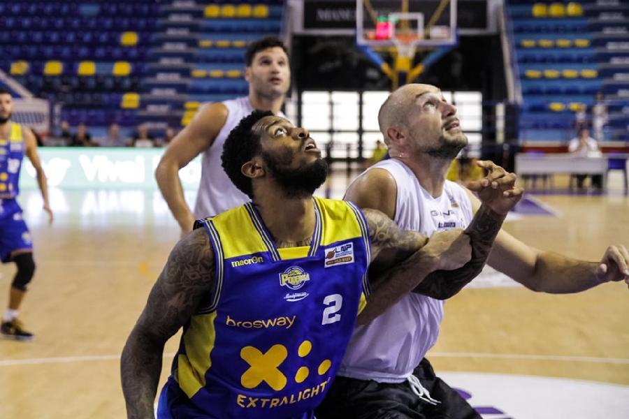 https://www.basketmarche.it/immagini_articoli/29-10-2019/poderosa-montegranaro-cerca-riscatto-campo-sporting-club-juvecaserta-600.jpg