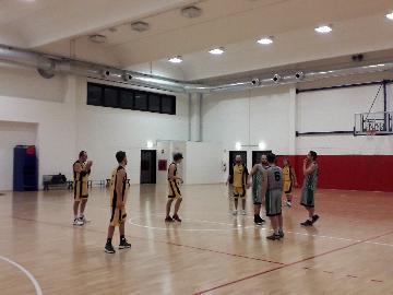 https://www.basketmarche.it/immagini_articoli/29-11-2017/prima-divisione-a-i-roosters-senigallia-espugnano-in-volata-il-campo-dei-ravens-montecchio-270.jpg