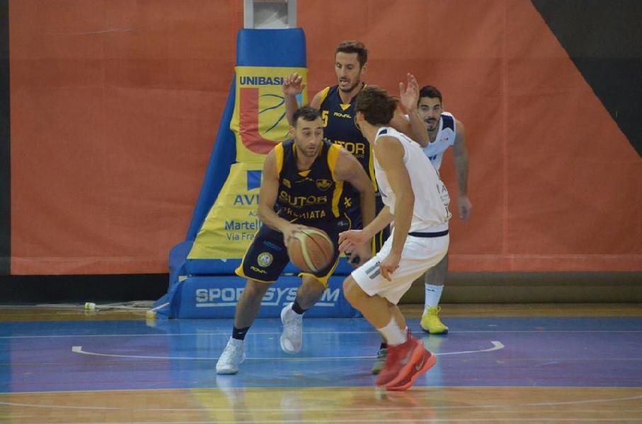 https://www.basketmarche.it/immagini_articoli/29-11-2018/sutor-montegranaro-riccardo-angilla-isernia-partita-assolutamente-vincere-600.jpg