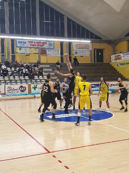 https://www.basketmarche.it/immagini_articoli/29-11-2019/basket-fanum-meglio-brown-sugar-fabriano-600.jpg