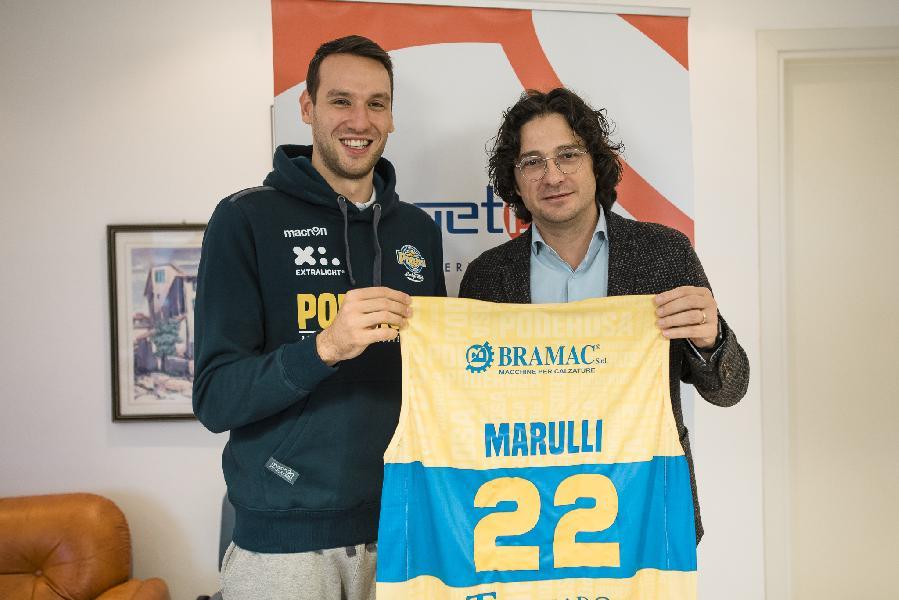 https://www.basketmarche.it/immagini_articoli/29-11-2019/poderosa-montegranaro-presentato-roberto-marulli-cercher-dare-quello-manca-squadra-600.jpg