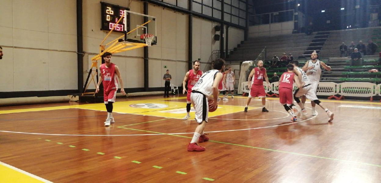 https://www.basketmarche.it/immagini_articoli/29-11-2019/sericap-cannara-vince-match-campo-atomika-spoleto-resta-imbattuta-600.jpg