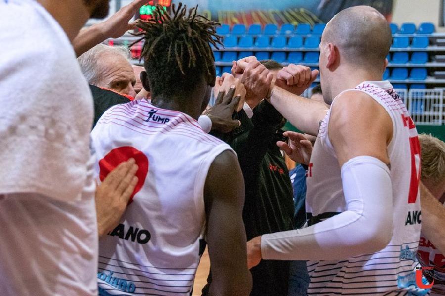 https://www.basketmarche.it/immagini_articoli/29-11-2019/unibasket-lanciano-derby-magic-basket-chieti-600.jpg