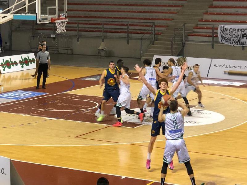 https://www.basketmarche.it/immagini_articoli/29-11-2020/giulia-basket-arrende-solo-finale-campo-campetto-ancona-600.jpg