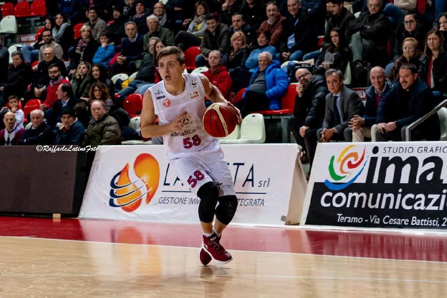 https://www.basketmarche.it/immagini_articoli/29-12-2018/teramo-basket-saluta-play-gianluca-marchetti-600.jpg