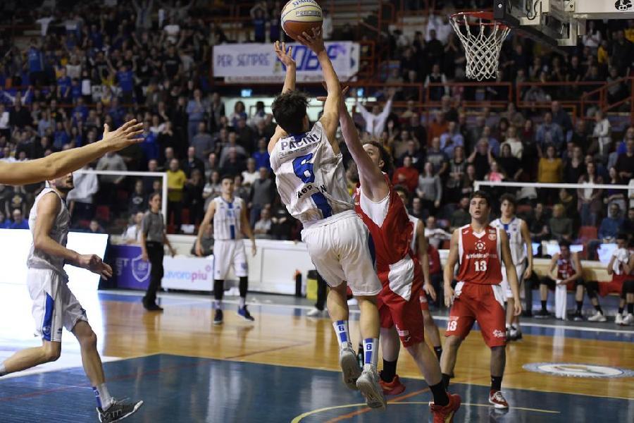 https://www.basketmarche.it/immagini_articoli/30-01-2020/janus-fabriano-subito-vittoria-travolgendo-teramo-basket-600.jpg