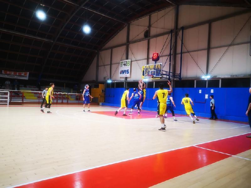https://www.basketmarche.it/immagini_articoli/30-01-2020/posticipo-titano-marino-espugna-campo-loreto-pesaro-600.jpg