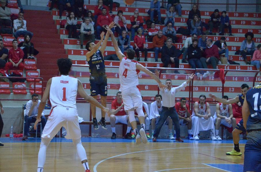 https://www.basketmarche.it/immagini_articoli/30-01-2020/sutor-montegranaro-campo-bakery-piacenza-vittoria-sfuma-secondi-finali-600.jpg