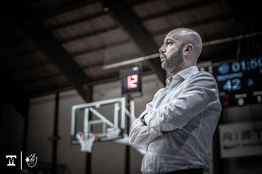 https://www.basketmarche.it/immagini_articoli/30-01-2021/fabriano-coach-pansa-esistono-problemi-giocatori-staff-giocatori-stiamo-lavorando-ancora-forte-600.jpg