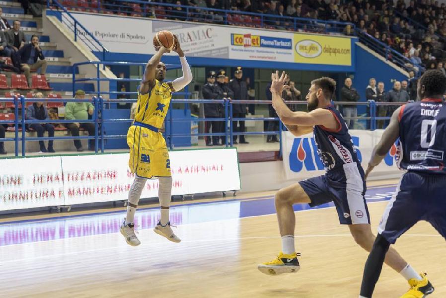 https://www.basketmarche.it/immagini_articoli/30-03-2019/poderosa-montegranaro-lotta-posto-riparte-campo-piacenza-600.jpg