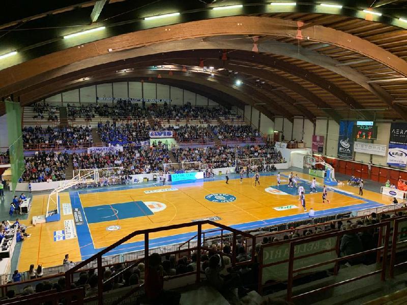 https://www.basketmarche.it/immagini_articoli/30-03-2021/janus-fabriano-tifosi-realizzano-splendido-video-incoraggiare-squadra-600.jpg