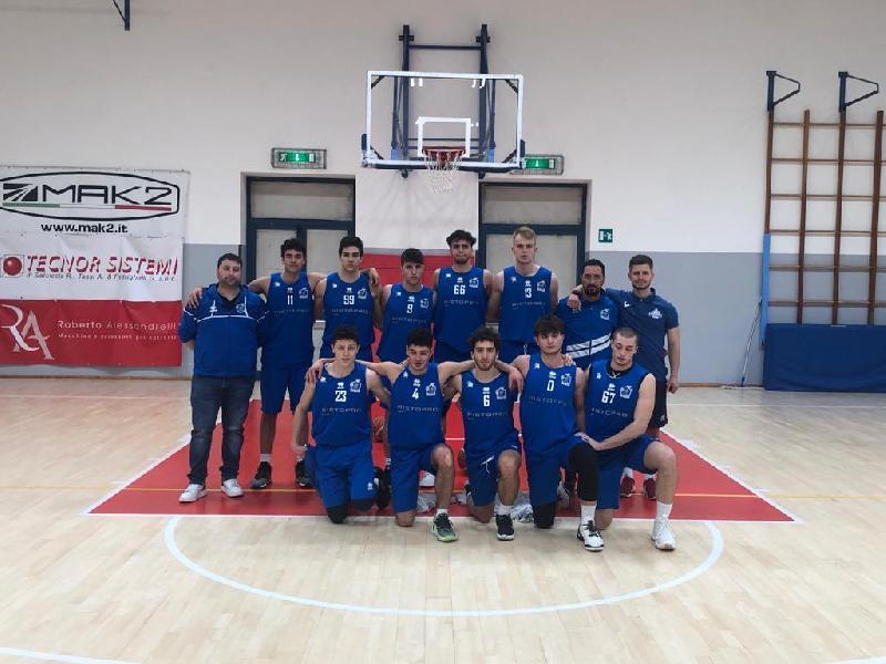 https://www.basketmarche.it/immagini_articoli/30-04-2021/gold-basket-giovane-pesaro-supera-rimonta-janus-fabriano-academy-600.jpg