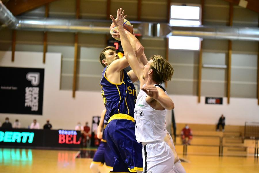 https://www.basketmarche.it/immagini_articoli/30-04-2021/sutor-montegranaro-ospita-guerriero-padova-alessandro-riva-punti-migliorare-nostra-posizione-classifica-600.jpg