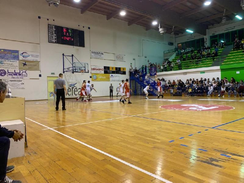 https://www.basketmarche.it/immagini_articoli/30-05-2019/promozione-finale-picchio-civitanova-batte-chiaravalle-riporta-serie-600.jpg