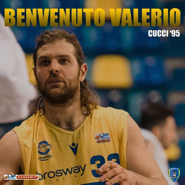 https://www.basketmarche.it/immagini_articoli/30-05-2020/ufficiale-poderosa-montegranaro-valerio-cucci-firma-basket-scafati-600.jpg