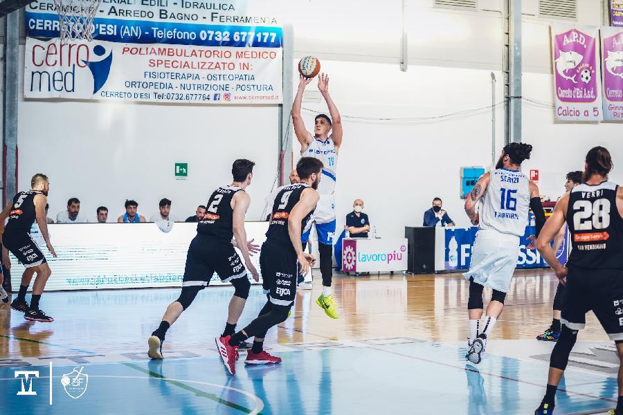 https://www.basketmarche.it/immagini_articoli/30-05-2021/playoff-brutta-janus-fabriano-sconfitta-casa-rucker-vendemiano-600.jpg
