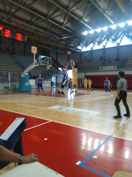 https://www.basketmarche.it/immagini_articoli/30-05-2021/titano-marino-passa-campo-pallacanestro-recanati-resta-imbattuta-600.jpg