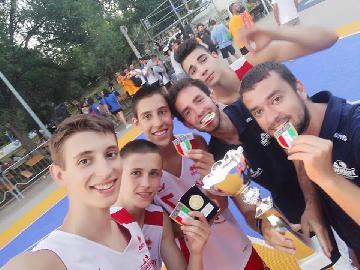 https://www.basketmarche.it/immagini_articoli/30-06-2018/finali-nazionali-under-16-3vs3-la-victoria-libertas-pesaro-è-campione-d-italia-270.jpg