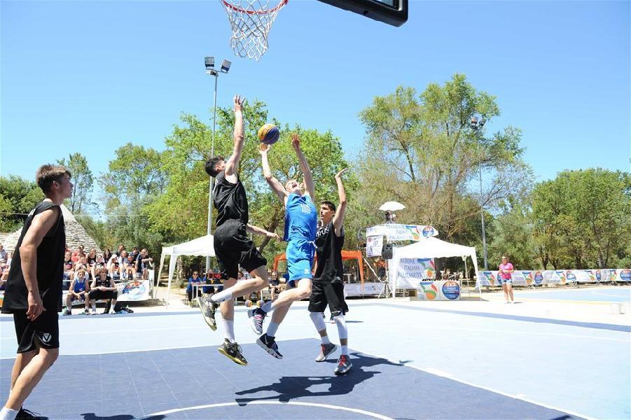 https://www.basketmarche.it/immagini_articoli/30-06-2019/finali-nazionali-virtus-bologna-amatori-pallacanestro-savona-vincono-scudetto-600.jpg