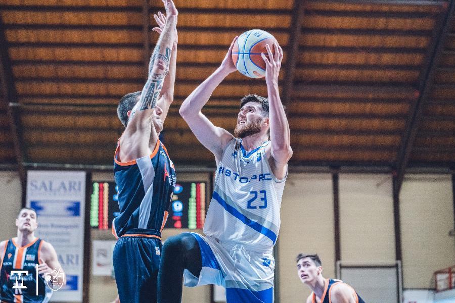 https://www.basketmarche.it/immagini_articoli/30-06-2021/janus-fabriano-occhi-pallacanestro-orzinuovi-todor-radonjic-600.jpg