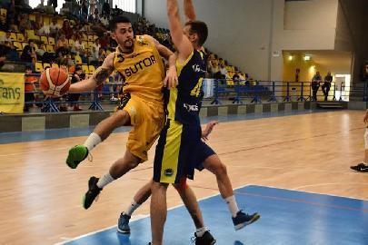 https://www.basketmarche.it/immagini_articoli/30-07-2018/serie-c-gold-sutor-montegranaro-e-riccardo-lupetti-avanti-ancora-insieme-270.jpg
