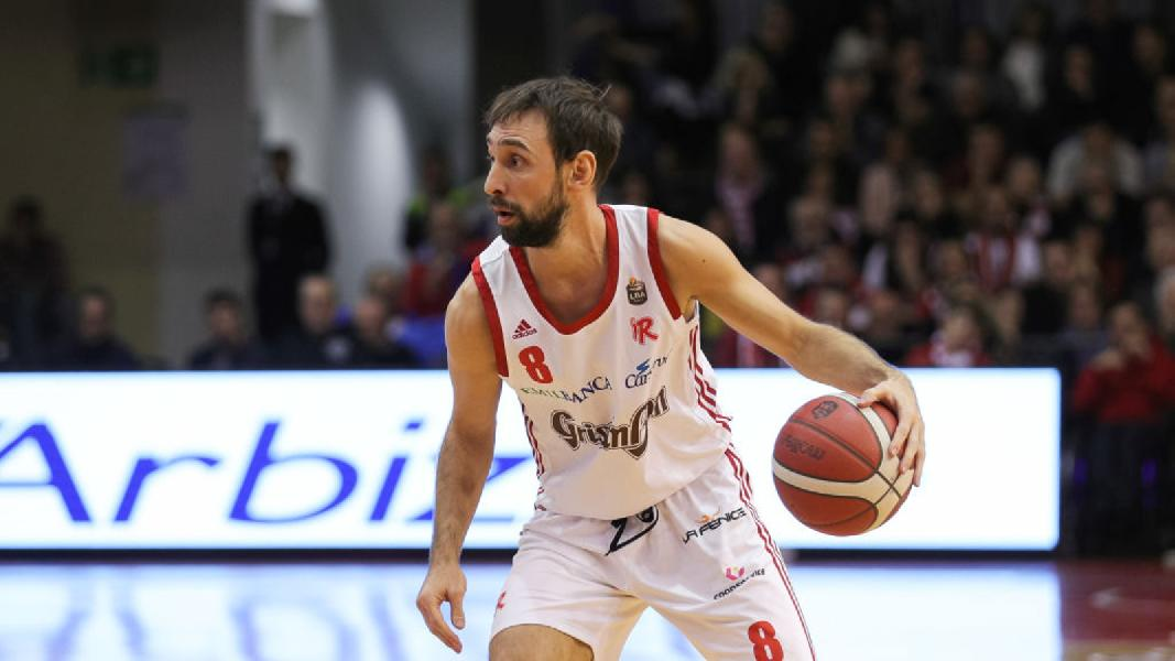 https://www.basketmarche.it/immagini_articoli/30-07-2020/pesaro-ufficialit-tyler-cain-spunta-ipotesi-doppio-giocatore-italiano-spot-playmaker-600.jpg