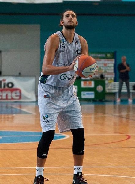 https://www.basketmarche.it/immagini_articoli/30-07-2021/ufficiale-ferdinando-matrone-giocatore-janus-fabriano-600.jpg