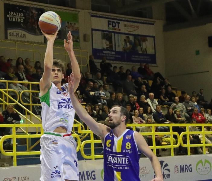 https://www.basketmarche.it/immagini_articoli/30-08-2020/ufficiale-simone-carnaghi-giocatore-virtus-padova-600.jpg